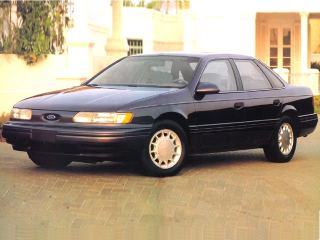 Фото Taurus 4dr Sedan shown Ford Taurus