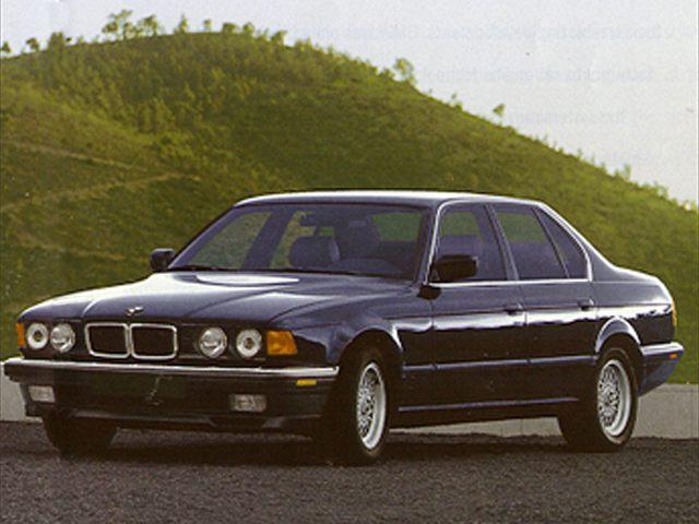 Фото 740i 4dr Sedan shown BMW 740