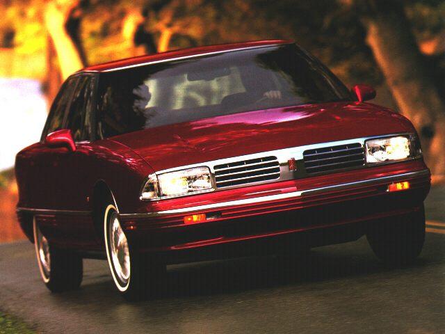 Фото Ninety Eight 4dr Sedan shown Oldsmobile NinetyEight