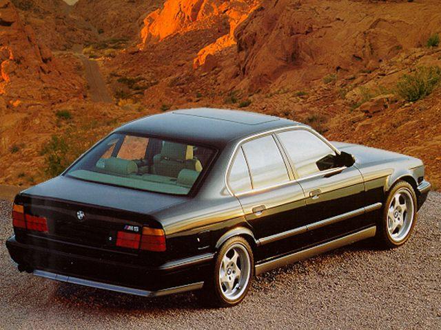Фото 525 4dr Sedan shown BMW 525