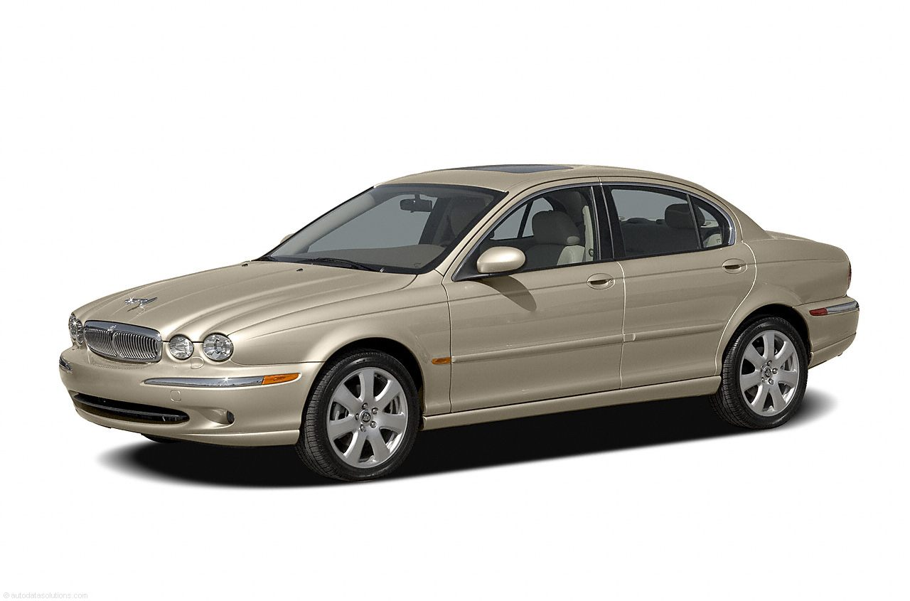 Фото 2004 Jaguar X-TYPE 4dr Sedan shown Jaguar XTYPE