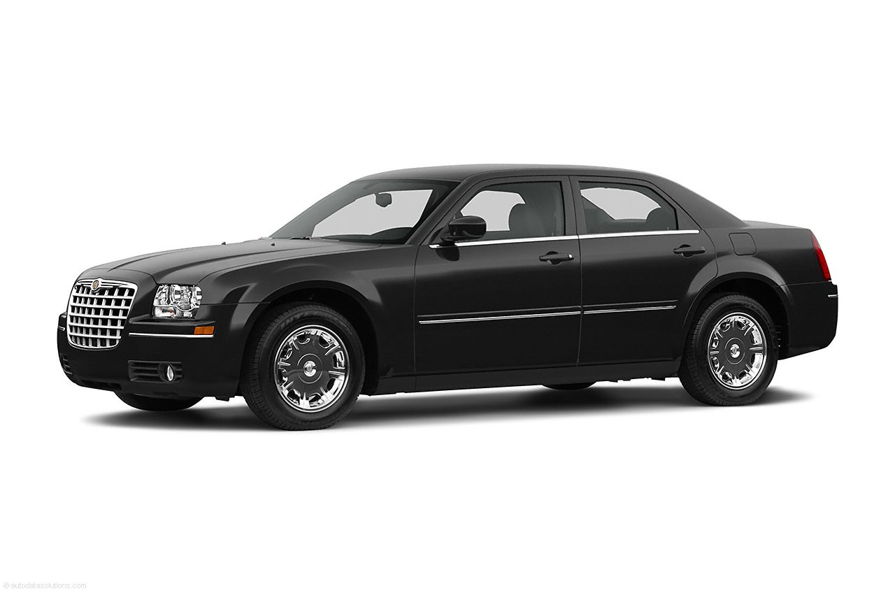 Фото 2005 Chrysler 300 4dr RWD Sedan shown Chrysler 300