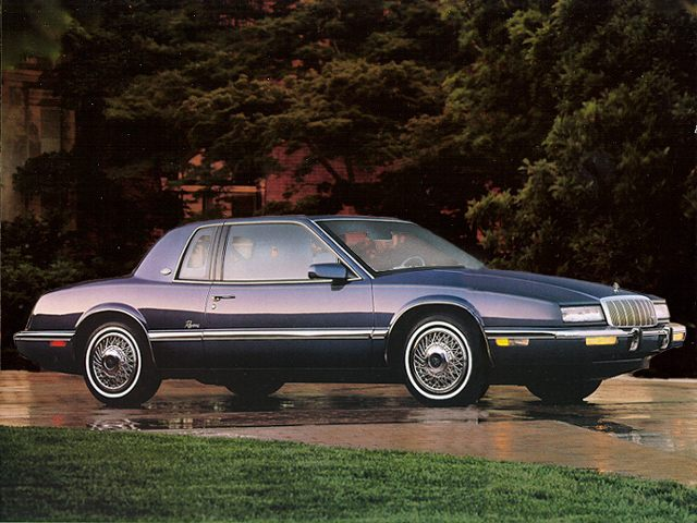 Фото Riveara 2dr Coupe shown Buick Riviera