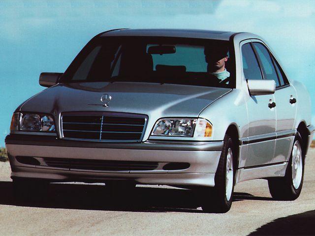 Фото C280 4dr Sedan shown MercedesBenz CClass