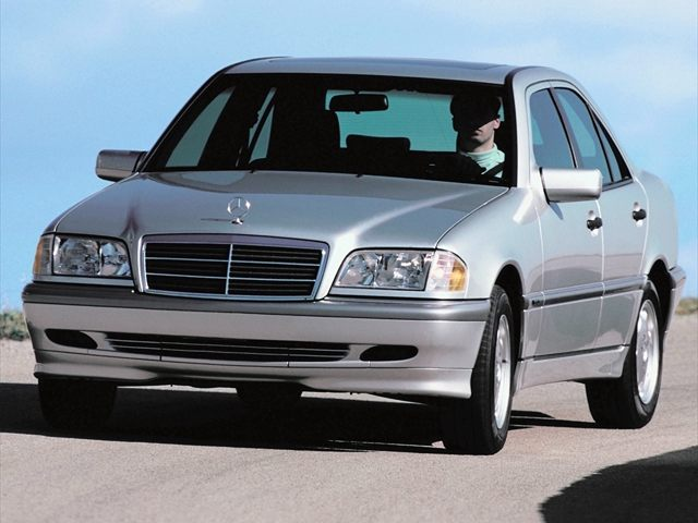 Фото C-Class 4dr Sedan shown MercedesBenz CClass